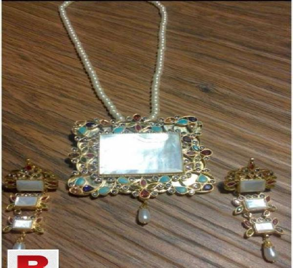 24 carat gold plated hand made kundan pendant set with real