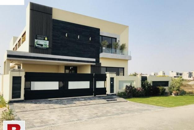 Dha defence ph 8 single story bungalow for rent 3bed