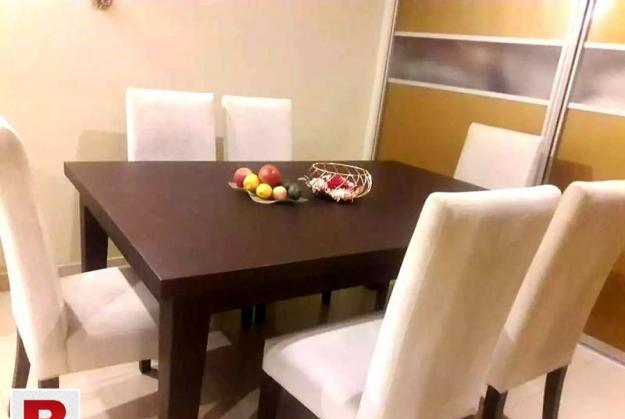 Dining table with 6 chairs in white upholstery