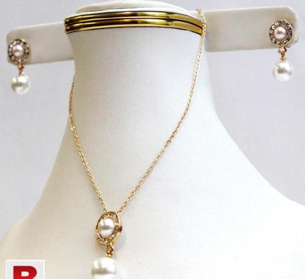 Double pearl locket set