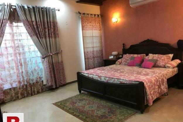 E-11/2 prime location new house 6 beds 5 baths 2 tvl sq