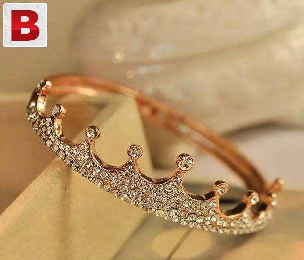 Gold plated crown bracelet