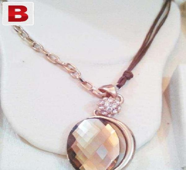 Golden oval shaped necklace pendant with centre brown stone