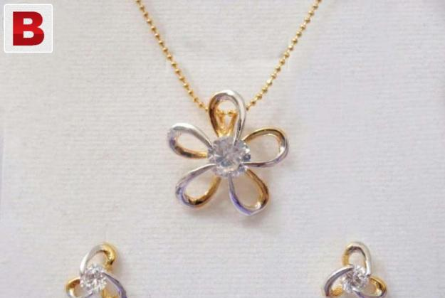 Golden flower shape zircon necklace