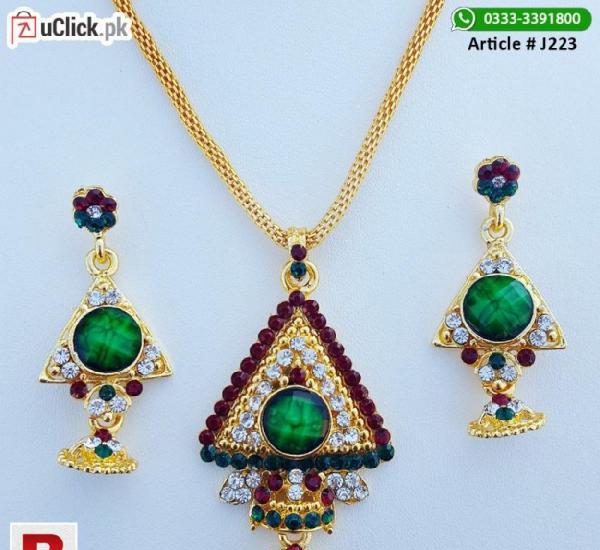 Jewelry set with green stone