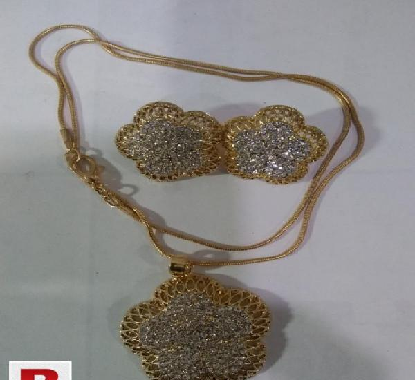 Ladies chain locket with earring