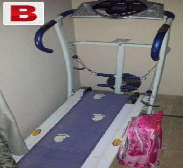 Manual exercise treadmill