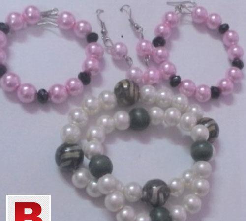 Pack of 4 pink pearl earring+white pearl bracelet