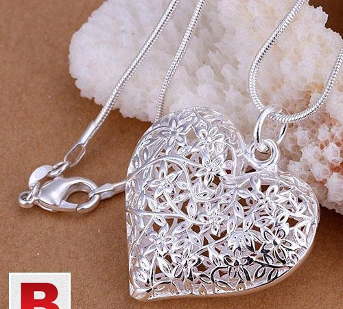 Silver heart necklace with snack chain