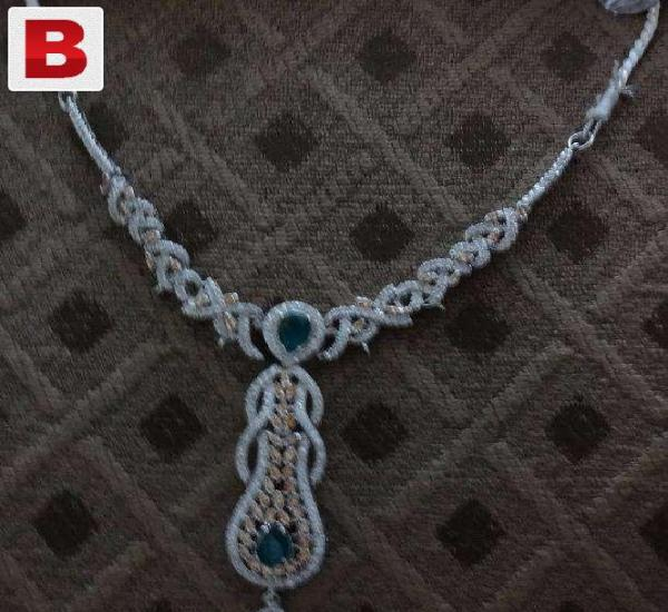 Silver jewellery set with champyne and ferozi color stone