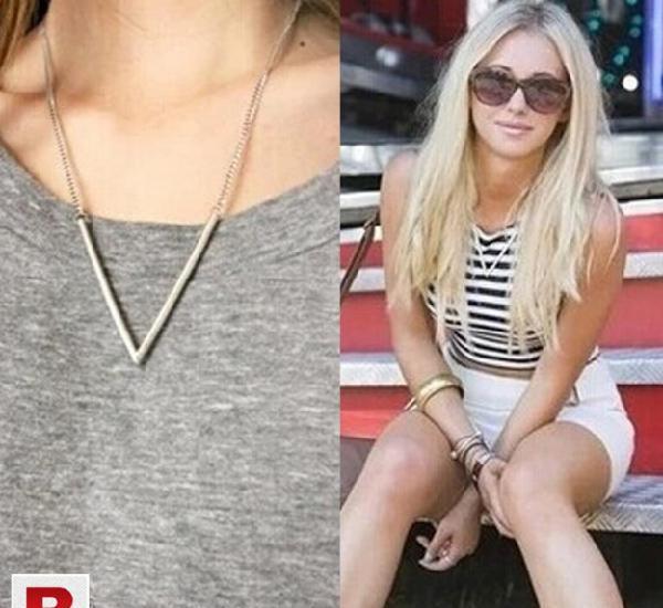 Silver plated metal arrow triangle pendant necklace pn033c
