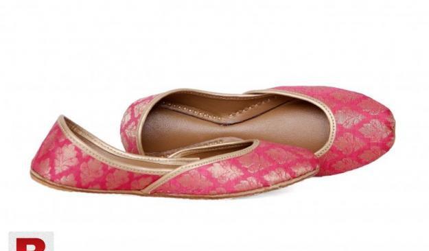 Light pink khussa