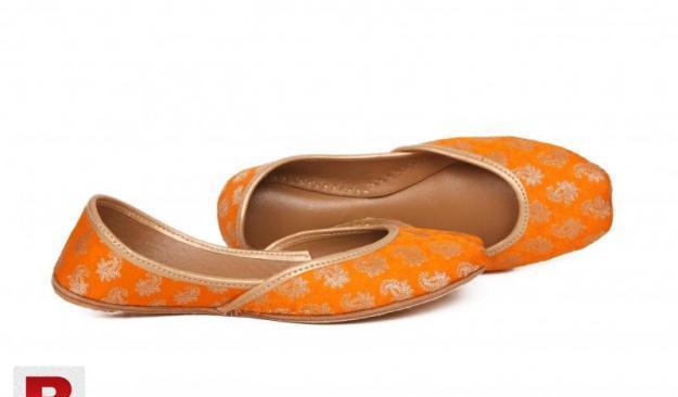 Orange khussa