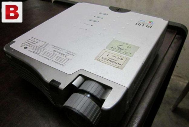 Plus u5 made in japan dlp 3000 short throw projector rarely