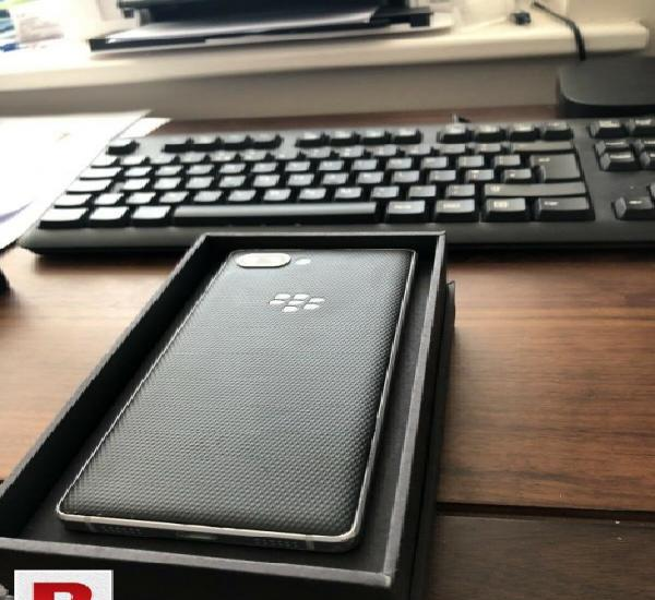 Blackberry key2 10/10 condition with all accessories...