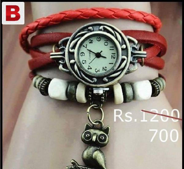 Red vintage watch for rs.700/- instead of rs.1200/- [40%