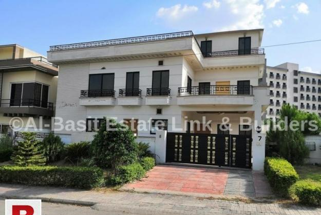 250 sq yards with extra land beautiful house for rent dha-2