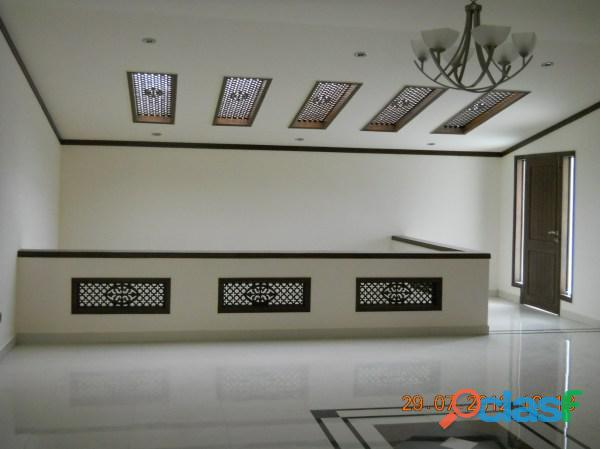 Sale gulshan e iqbal blk 13 3600sqft full fourth floor