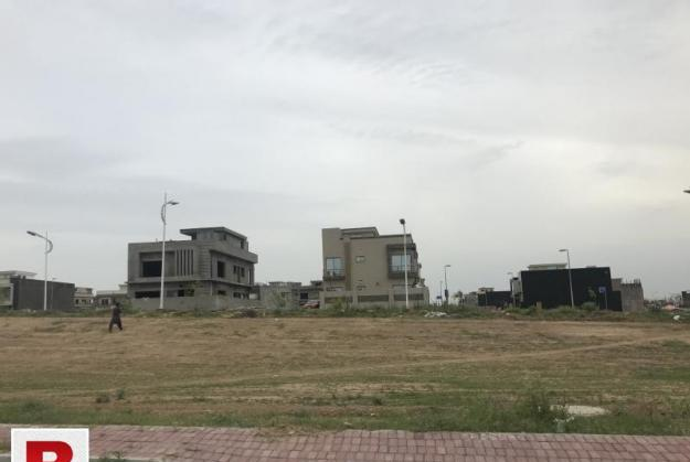 10 marla f1 block boulevard back plot in bahria town phase 8