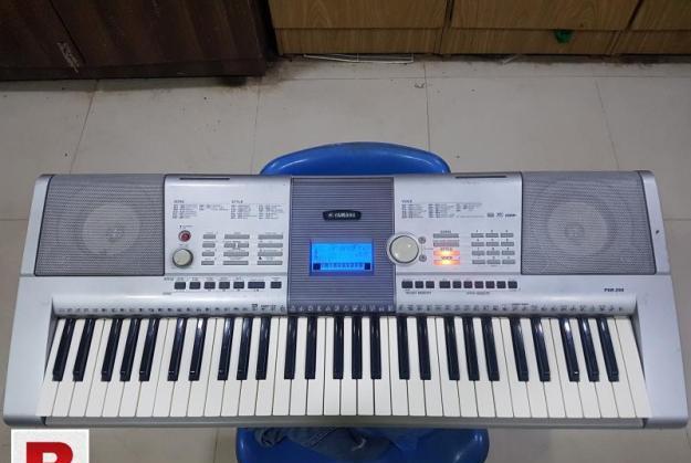 Yamaha psr-295 keyboard/piano