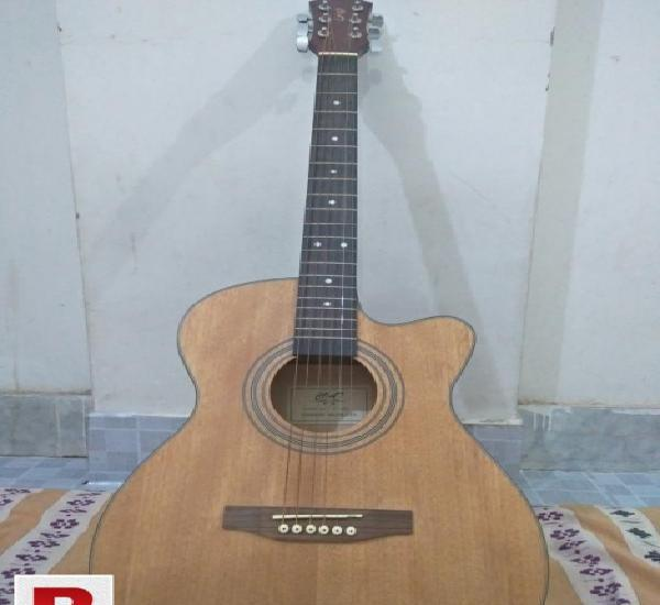 Guitar co47 for sale in urgent.
