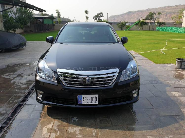 Toyota crown royal saloon premium 2010