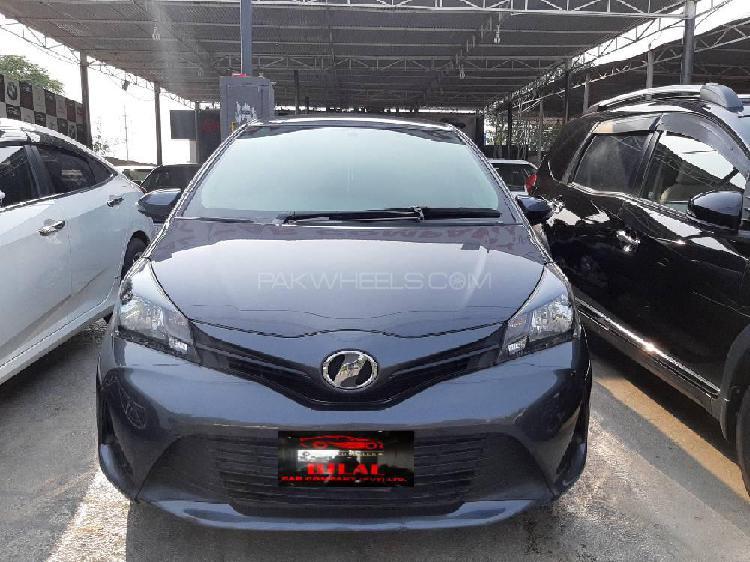 Toyota vitz f 1.0 2015