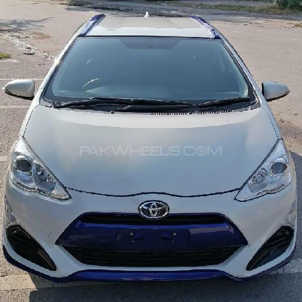 Toyota aqua x urban 2015