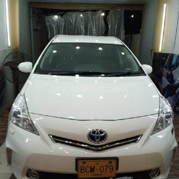 Toyota prius alpha g 2012