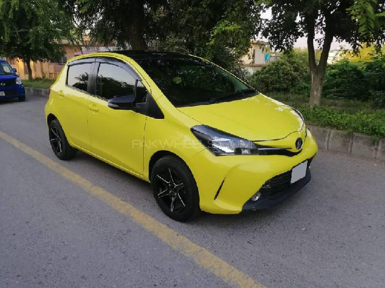 Toyota vitz f chambre a paris collection 1.0 2014