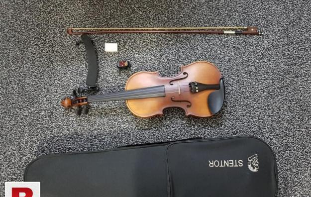 Branded stentor violin (with accessories)