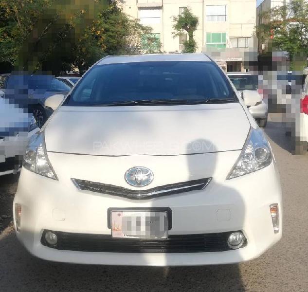 Toyota prius alpha g 2014