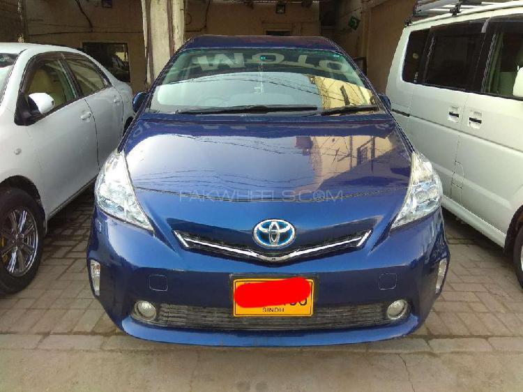 Toyota prius alpha g 2011