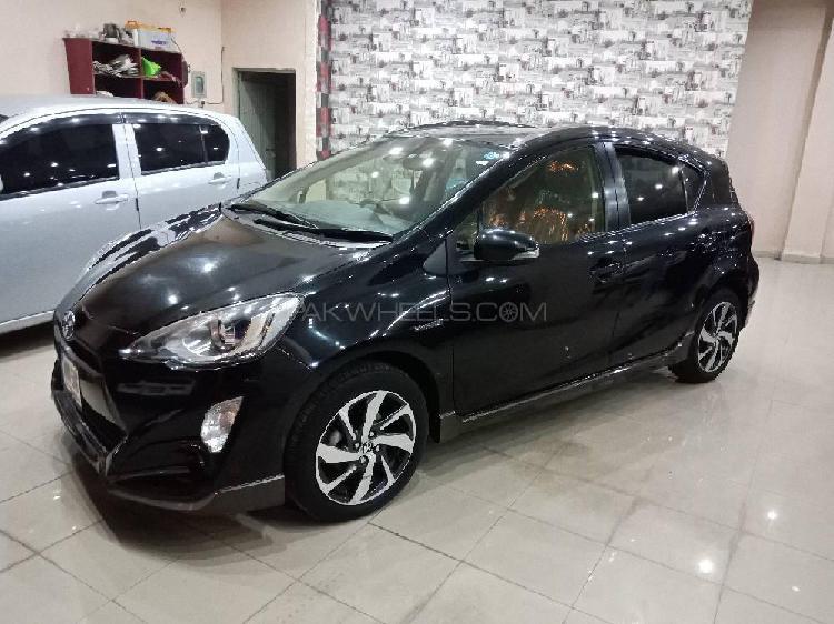 Toyota aqua x urban solid 2016