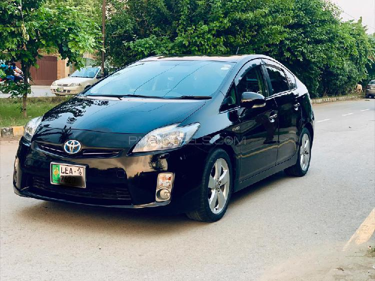 Toyota prius g touring selection 1.8 2011