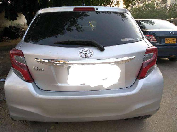 Toyota vitz f 1.0 2014