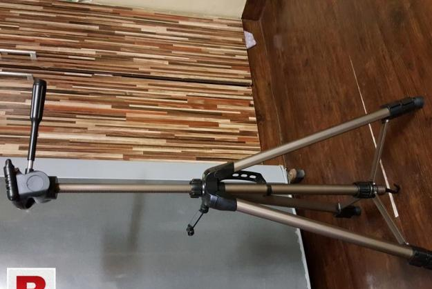 Tripod 5 feet 3730 and 3770 for sale one thousand each