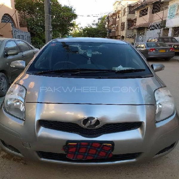 Toyota vitz b intelligent package 1.0 2010