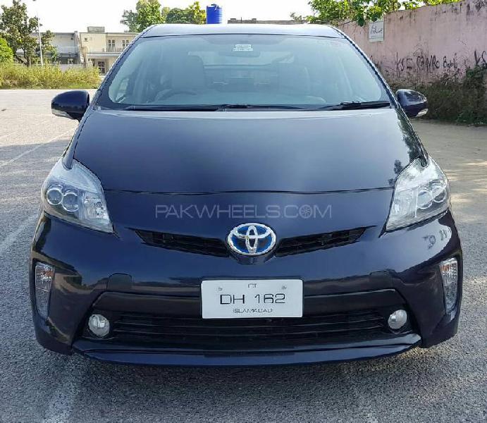 Toyota prius s touring selection 1.8 2011