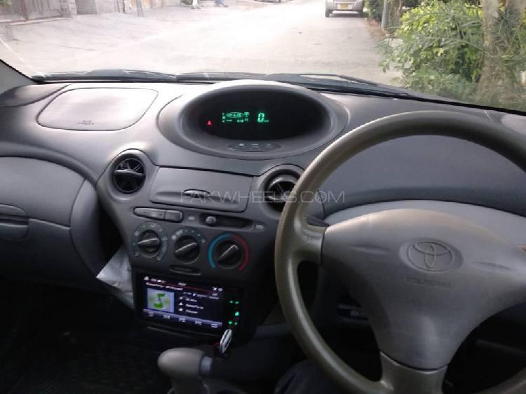 Toyota vitz f 1.0 2001
