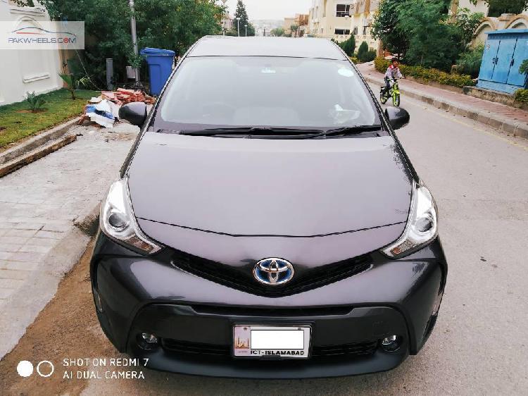 Toyota prius alpha g 2015