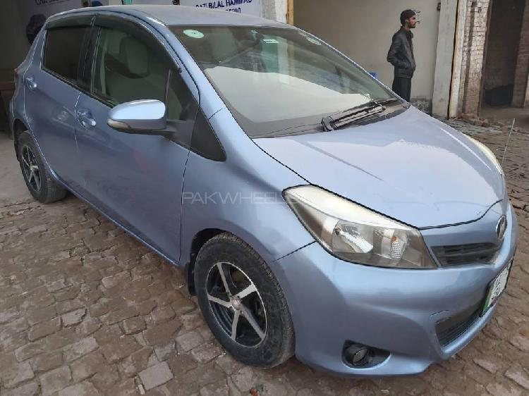 Toyota vitz b intelligent package 1.0 2011