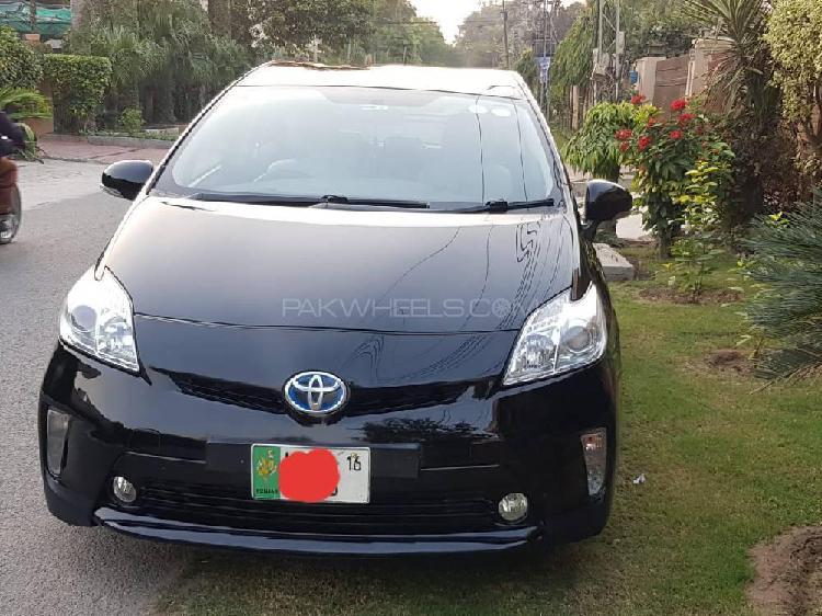 Toyota prius s touring selection gs 1.8 2014