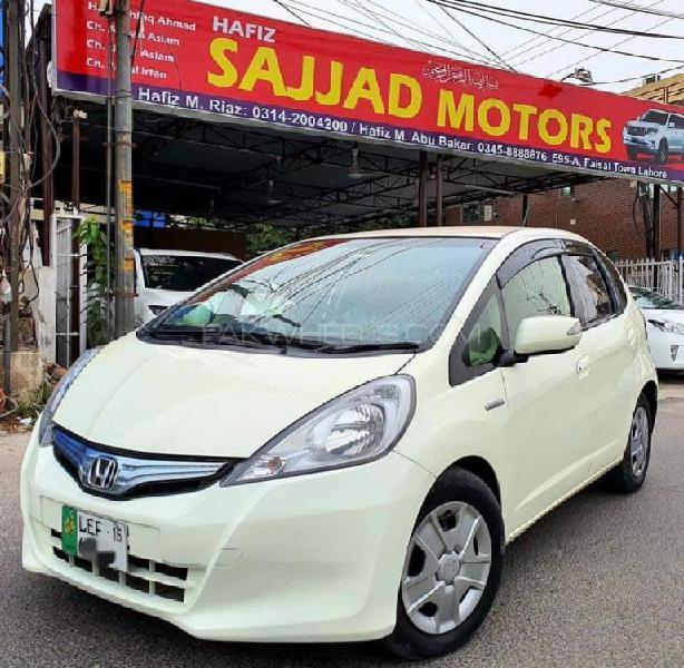 Honda fit 1.5 hybrid smart selection 2012