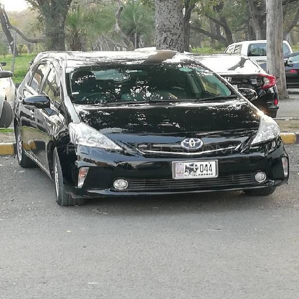 Toyota prius alpha g touring 2013