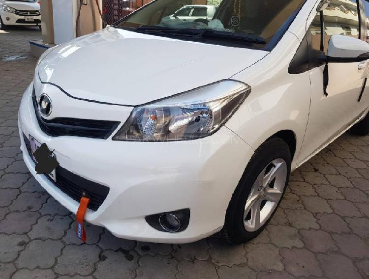 Toyota vitz f 1.0 2012