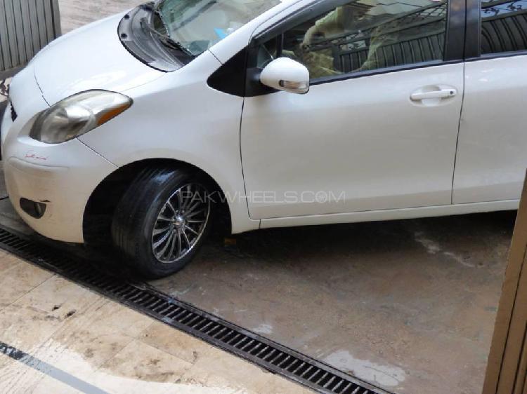 Toyota vitz f m package 1.0 2010