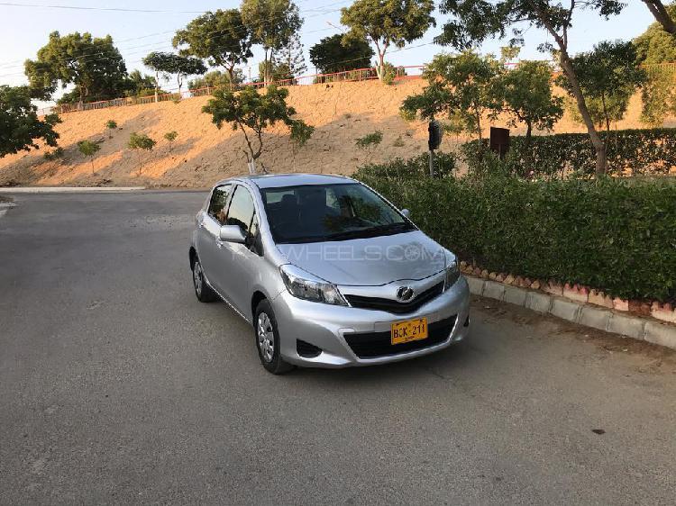 Toyota vitz f 1.0 2011