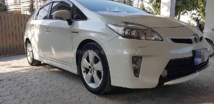 Toyota prius g 1.8 2015