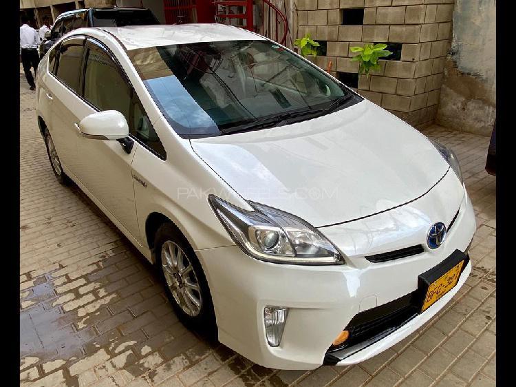 Toyota prius s led edition 1.8 2012